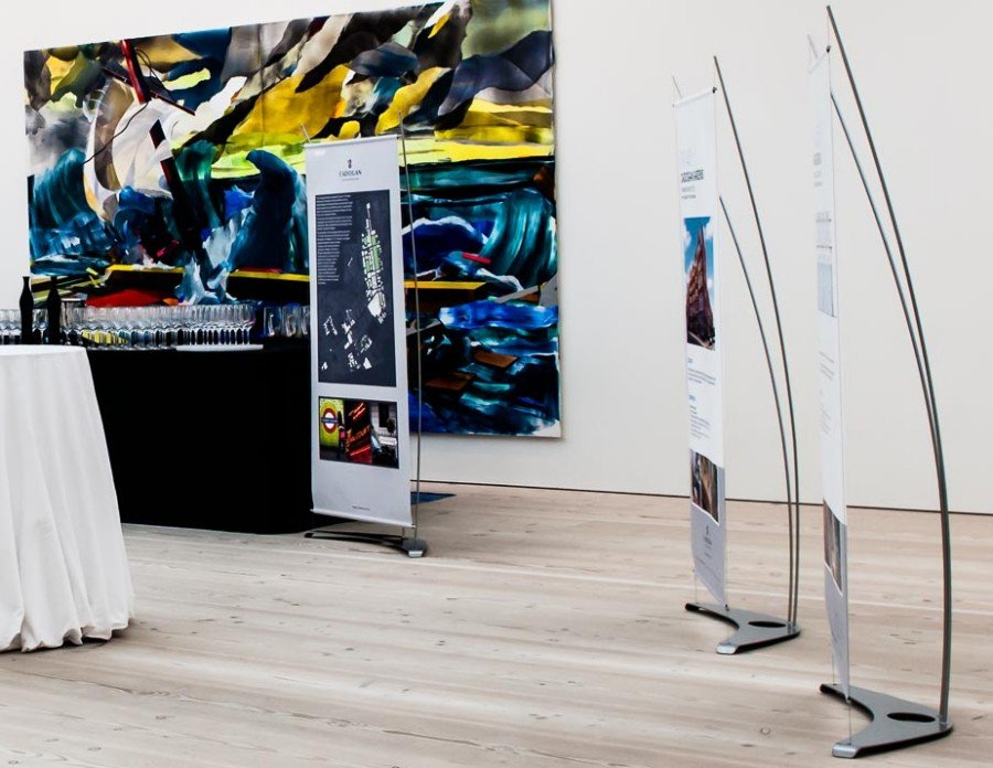 Image of tthree D4 banner stand displays in Saatchi art gallery
