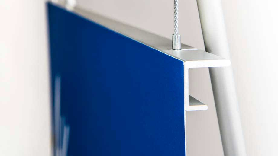 Aluminium graphic banner support rail