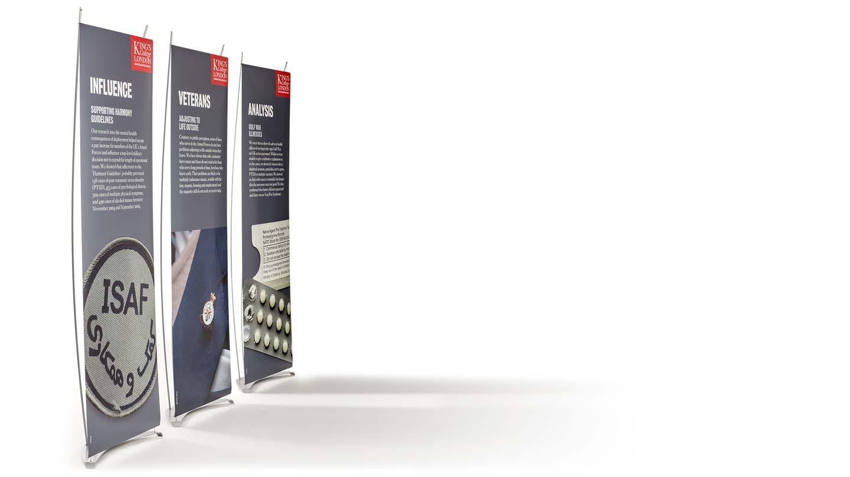 Große Knotentafel in Bildervitrine mit Steuerrad Schilder in Französisch G4120